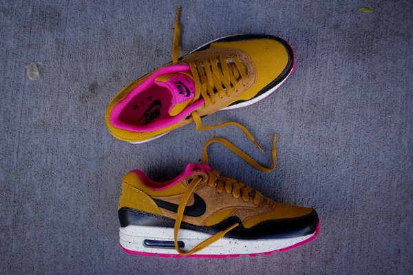 outlet store 0da75 7a077 nike-wmns-air-max-1-gold-suede-black-