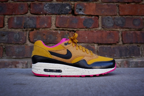 nike-wmns-air-max-1-gold-suede-black-2
