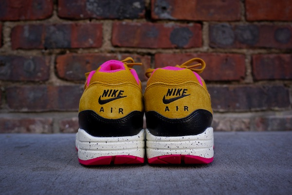 nike-wmns-air-max-1-gold-suede-black-3