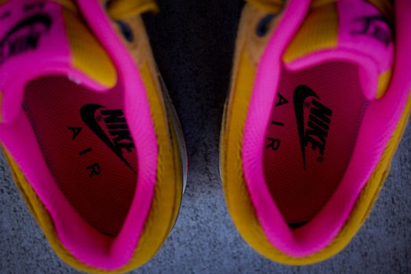 nike-wmns-air-max-1-gold-suede-black-5