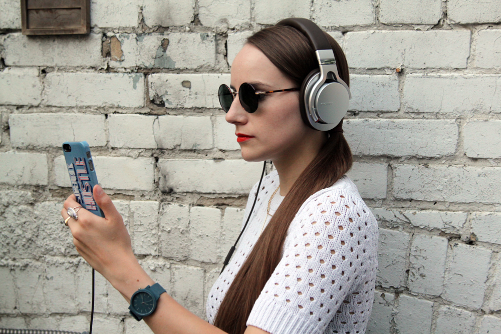 Review- Sony MDR-1R Hi-Res Stereo Headphones