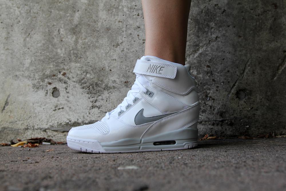 Nike Womens Air Revolution Sky Hi