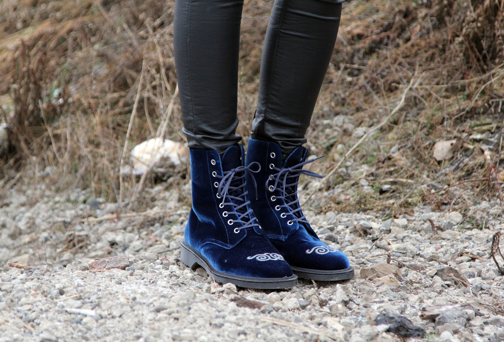 Rainy Winter Street Style Shoe Detail