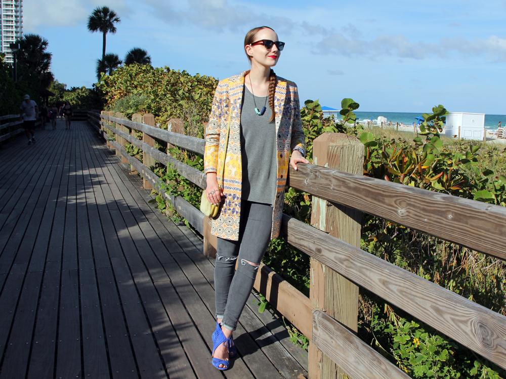 Miami Beach Style Sidewalk Hustle-2