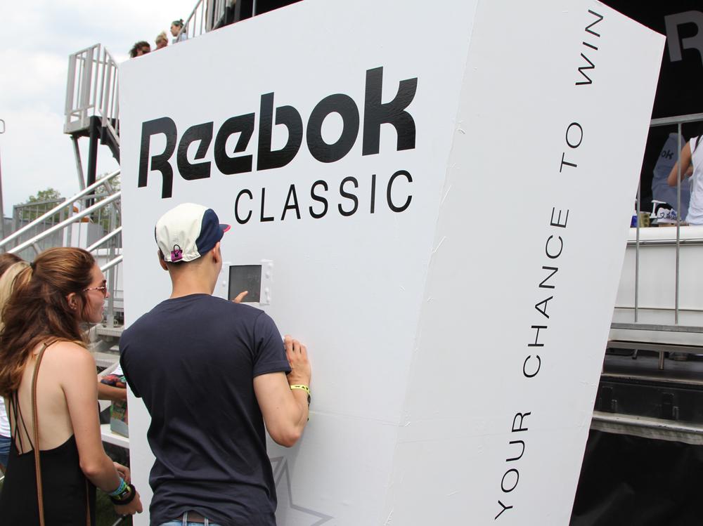 Wrap Up Reebok Classic Canada x WayHome RDIF display