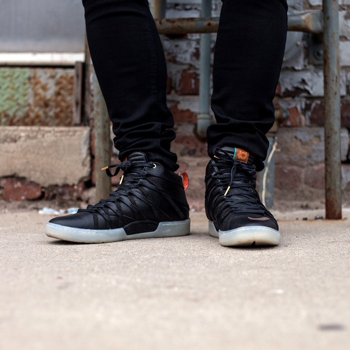 HM Toronto Eaton Centre Mens Fashion Streetstyle-Nike KD