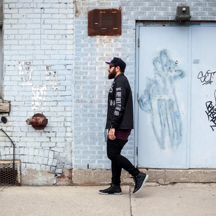 HM Toronto Eaton Centre Mens Fashion Streetstyle-Walking