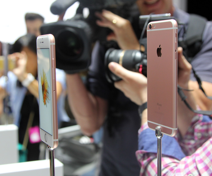 Apple iPhone 6S and iPhone 6S Plus