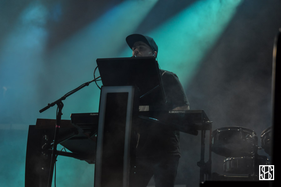 chvrches-landmark-fest-dc-2015-5