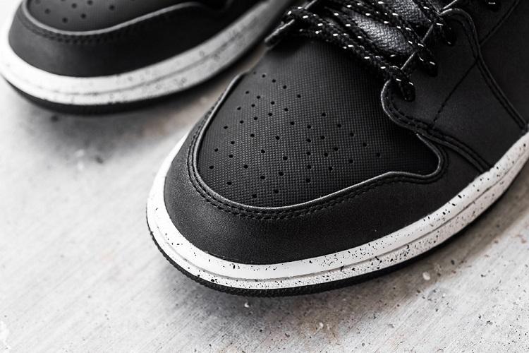Air Jordan 1 Mid In Black Dark Grey Infrared 23-4