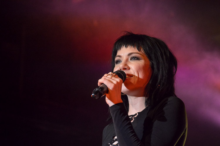 carly-rae-jepsen-irving-plaza-nyc-10