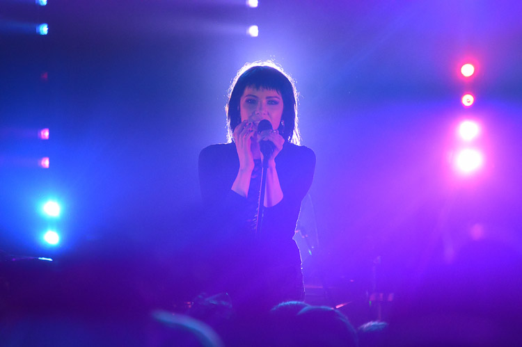 carly-rae-jepsen-irving-plaza-nyc-14