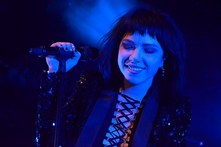 carly-rae-jepsen-irving-plaza-nyc-4