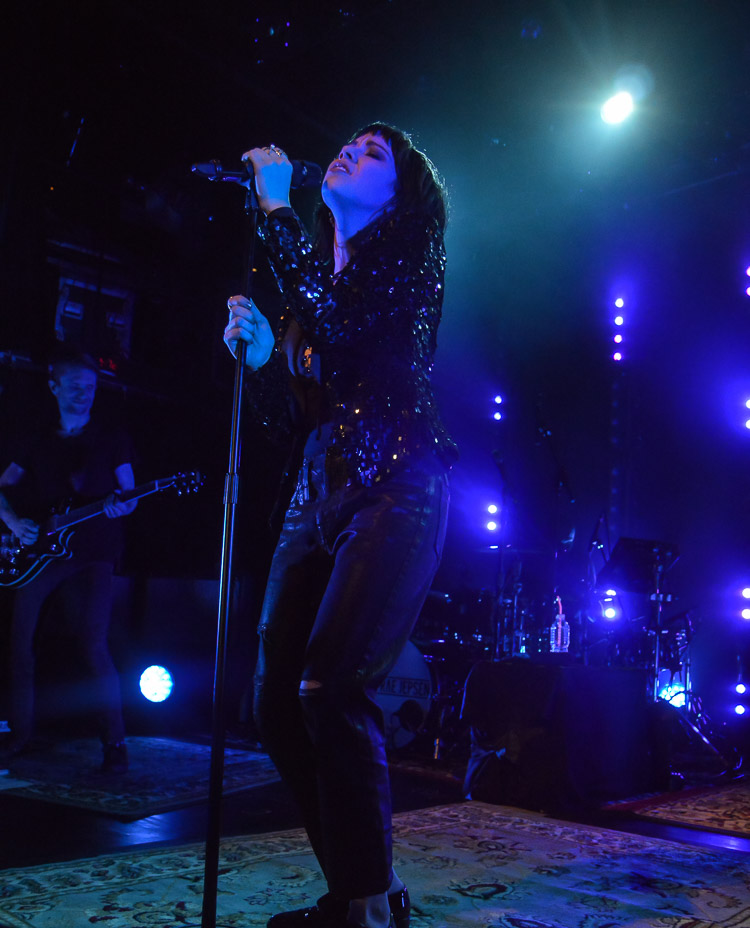 carly-rae-jepsen-irving-plaza-nyc-5