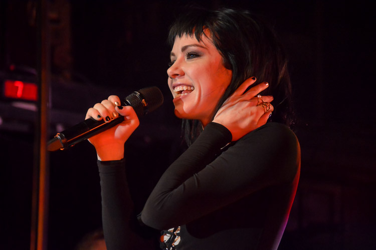 carly-rae-jepsen-irving-plaza-nyc-8