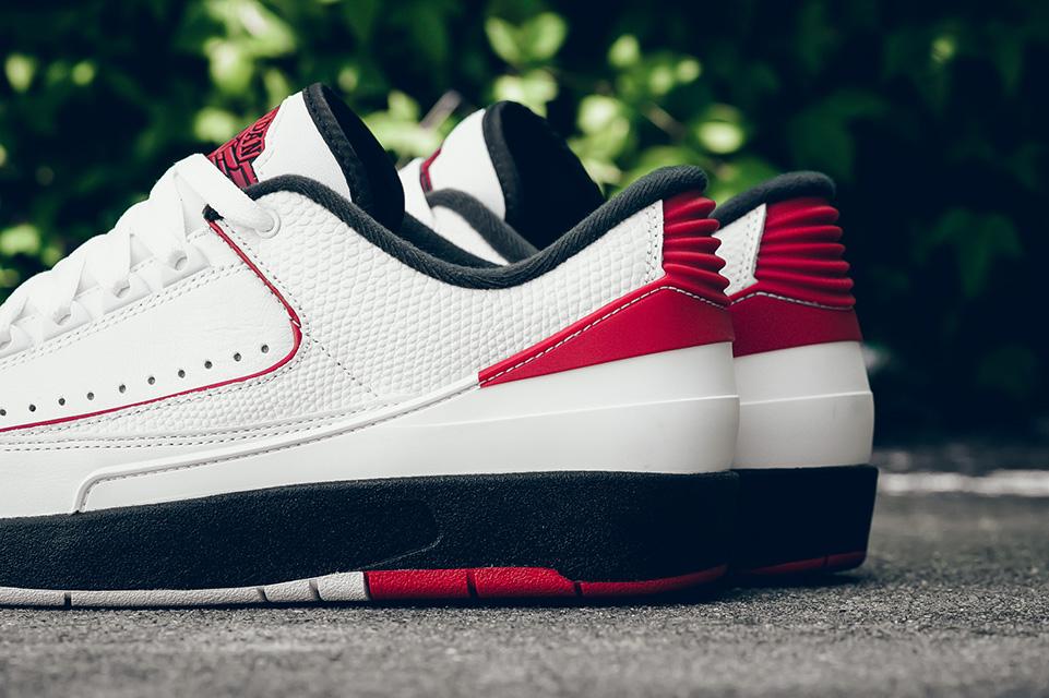 Air Jordan 2 Retro Chicago 2