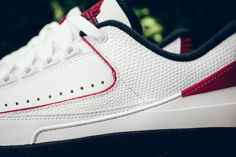Air Jordan 2 Retro Chicago 3