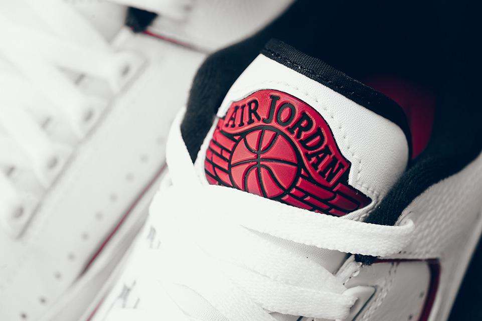Air Jordan 2 Retro Chicago 4