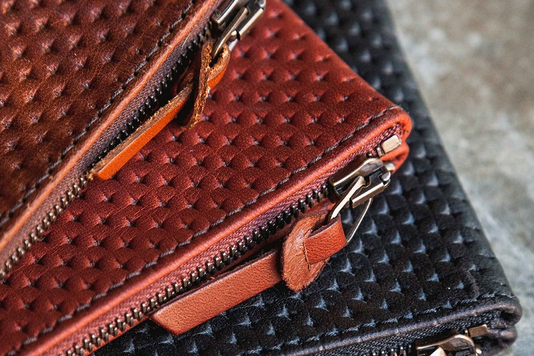 Tanner Goods Updates Their Universal Zip Wallet-4