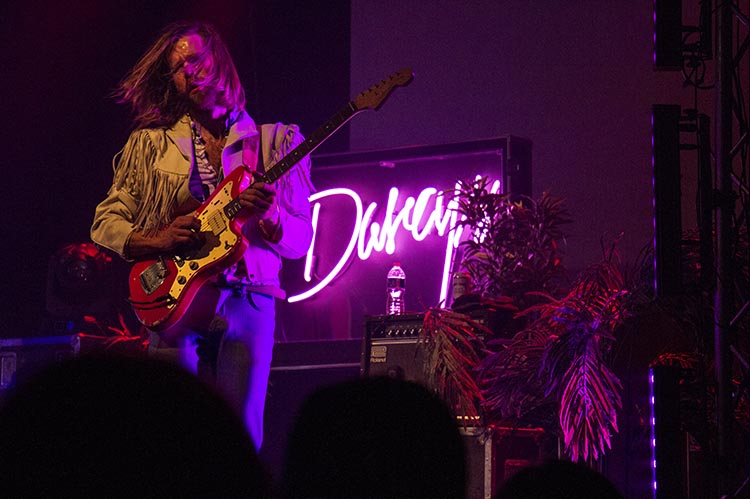 wayhomefortheholidays-the-darcys-2